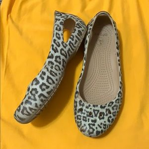 Size 6 women's crocs in great conditions